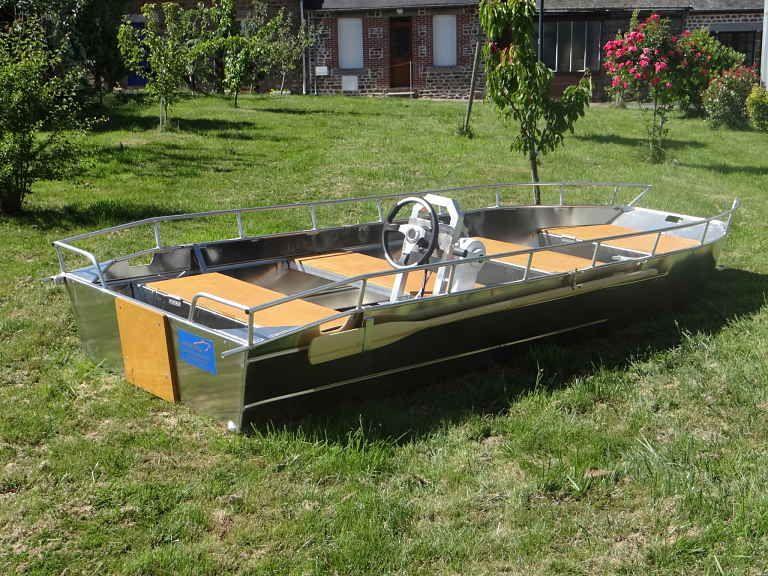 barque alu equipee d une console_3