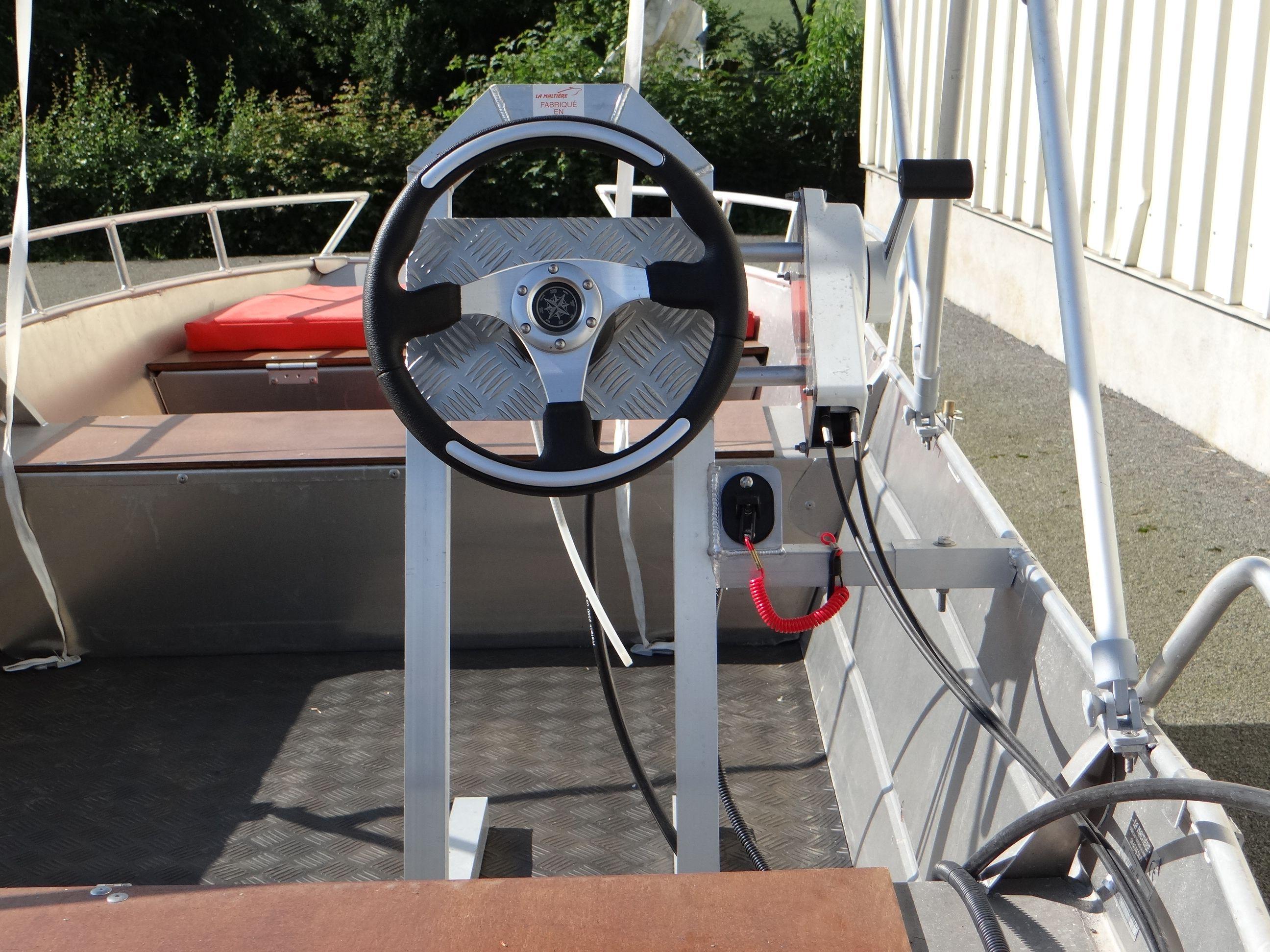 barque alu equipee d une console_5