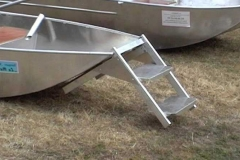 barque alu equipee d une echelle