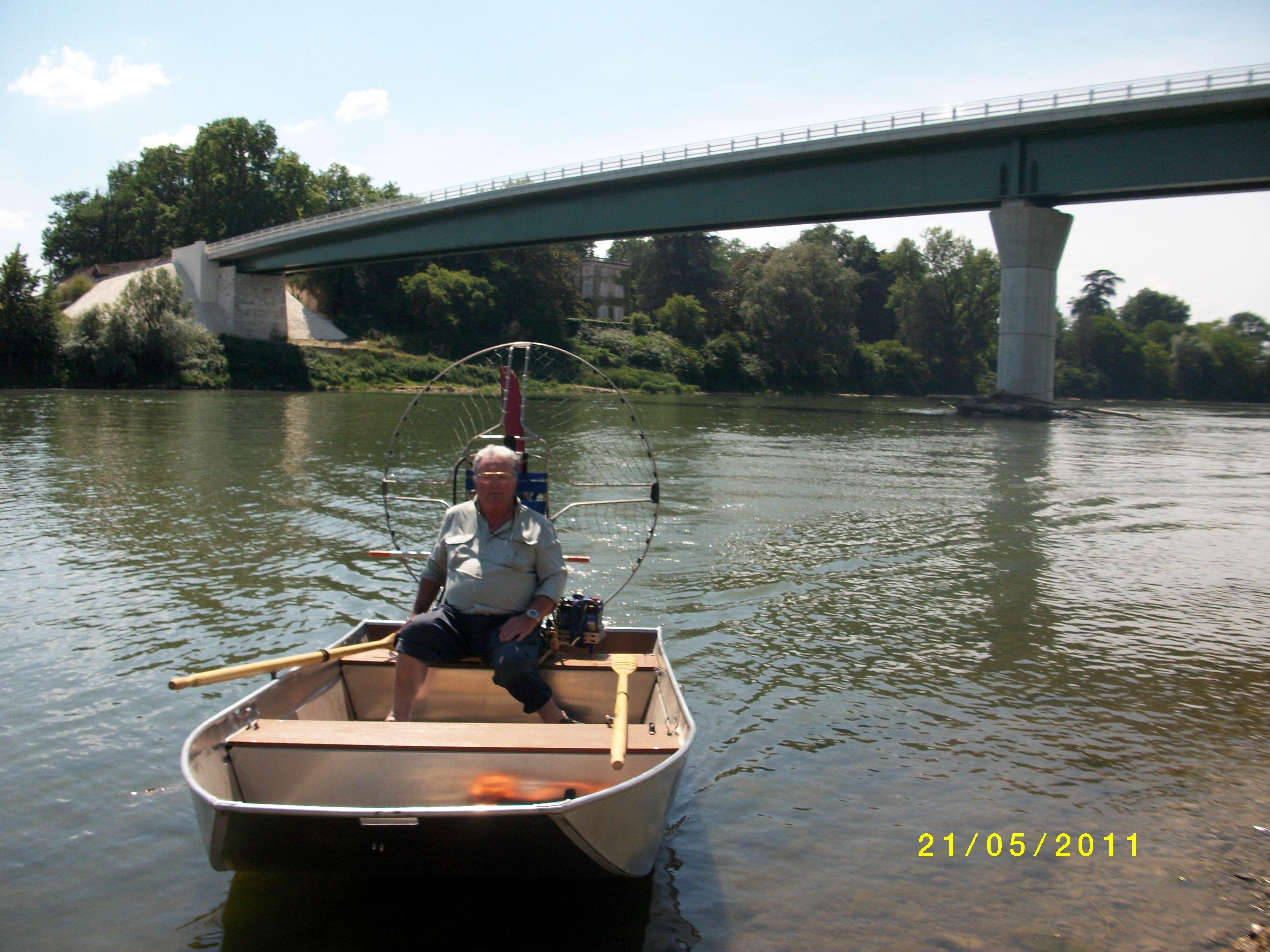 barque alu equipee en hydroglisseur