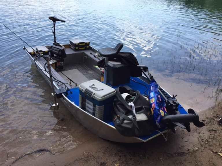 barque alu equipee avec plateforme
