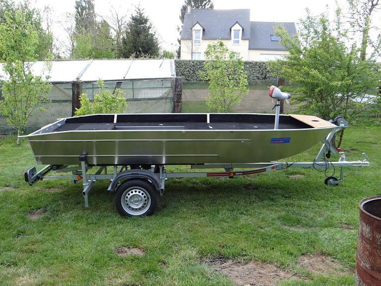 barque alu equipee avec plateforme_12