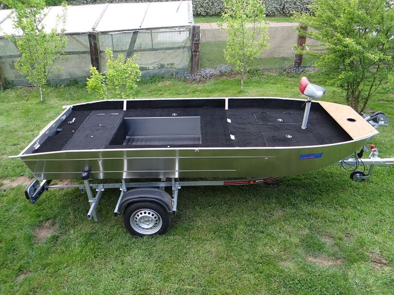 barque alu equipee avec plateforme_14