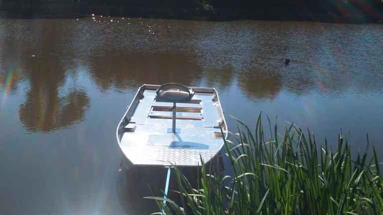 barque alu equipee avec plateforme_33