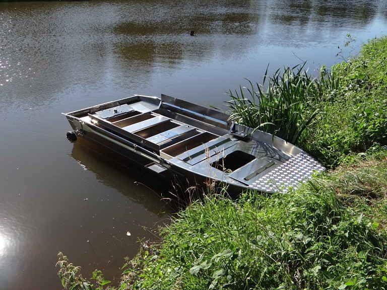 barque alu equipee avec plateforme_41