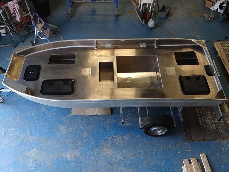 barque alu equipee avec plateforme_6