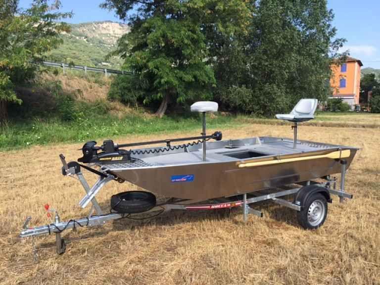 barque alu equipee avec plateforme_99