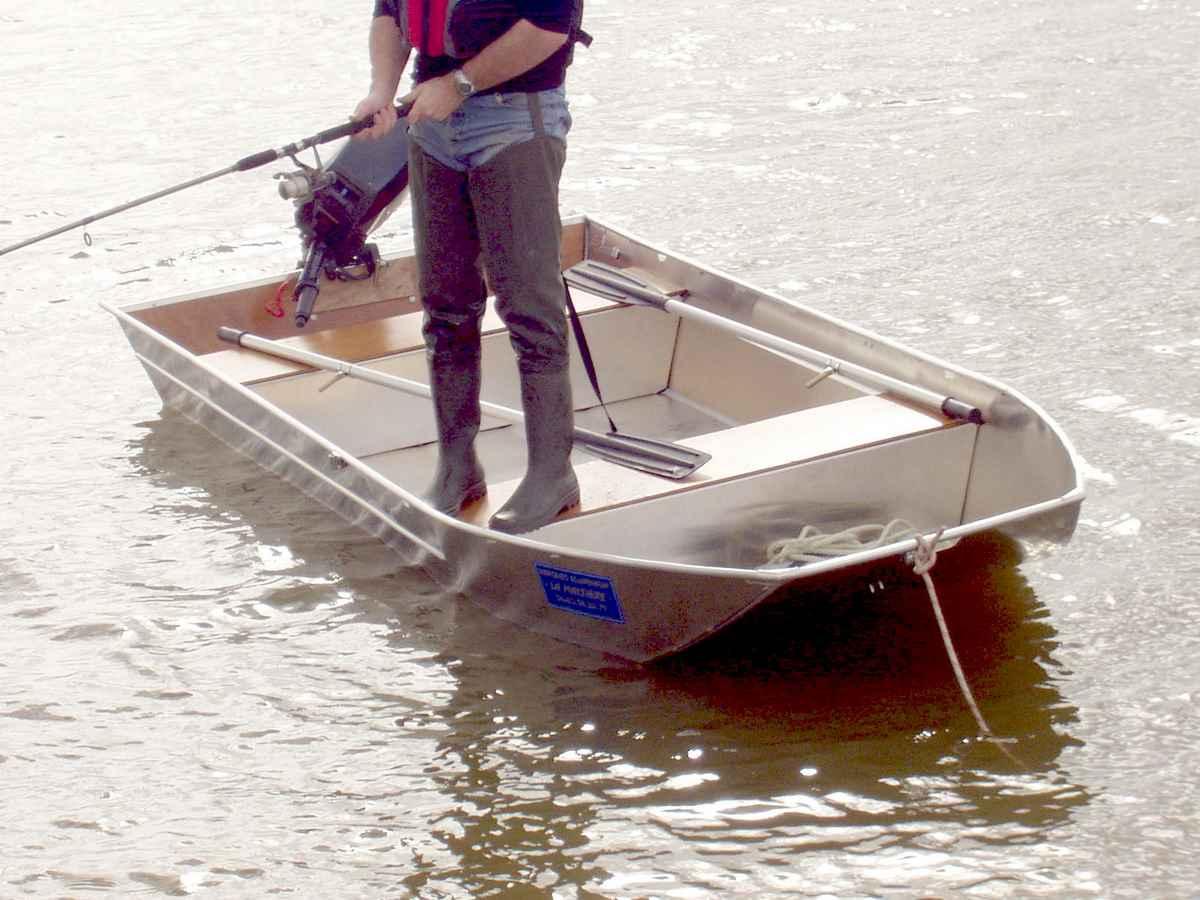 Barque légère et stable