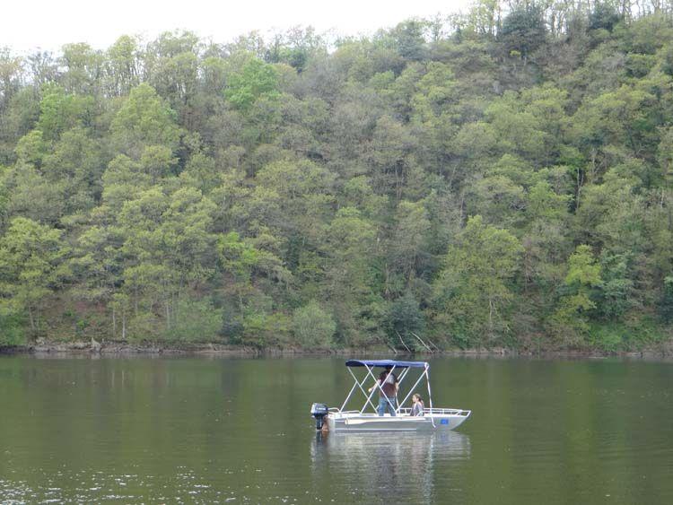 Barque en aluminium équipée d'un taud bleu marine_1