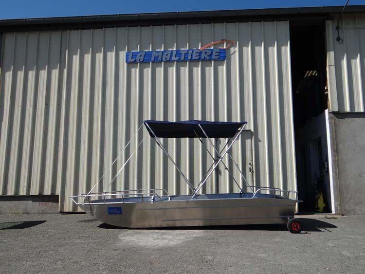 Barque en aluminium équipée d'un taud bleu marine_5