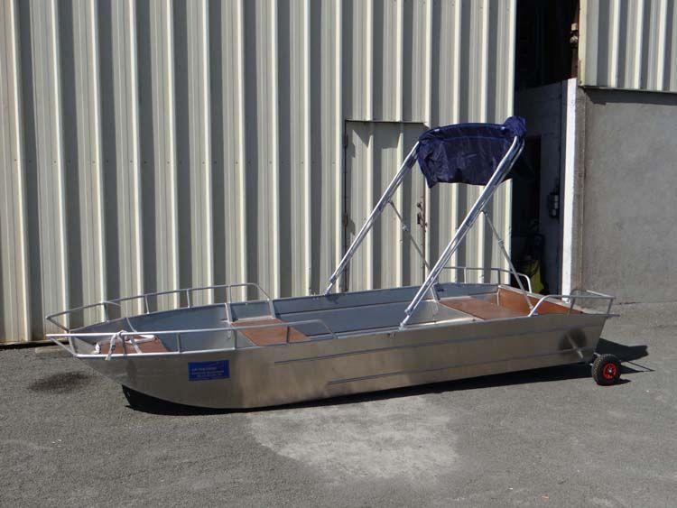 Barque en aluminium équipée d'un taud bleu marine_7