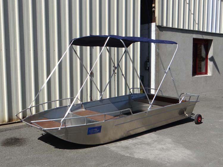 Barque en aluminium équipée d'un taud bleu marine_8