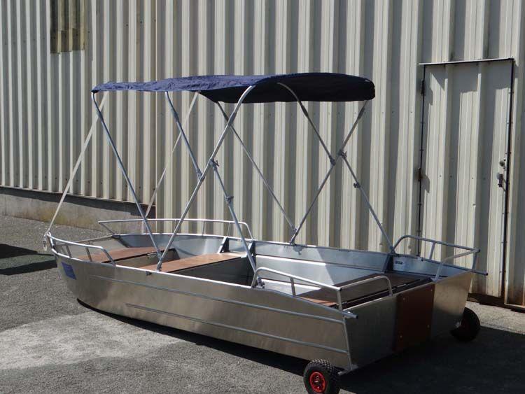 Barque en aluminium équipée d'un taud bleu marine_9