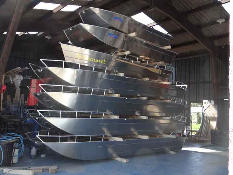 Barque aluminium de peche sportive