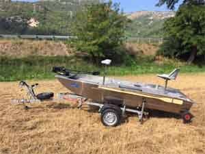 Remorque pour barque de peche en aluminium