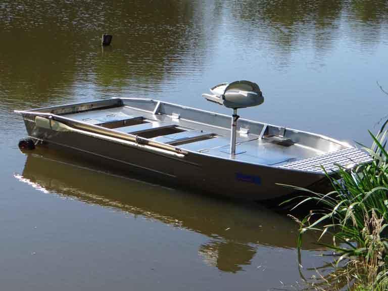 Barque aluminium modifiable et solide avec plateforme