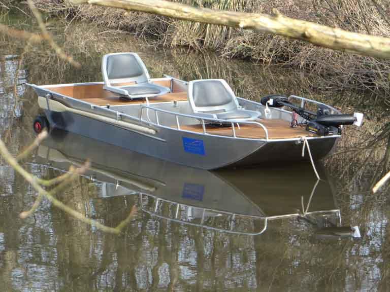 Barque de pêche personnalisable en aluminium