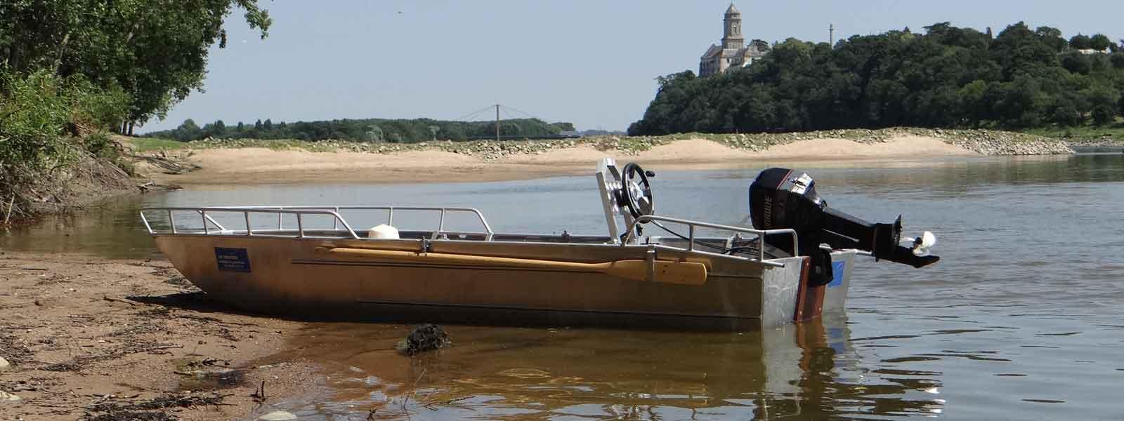 Barque de peche - Barque aluminium - Fabricant de barque et bateau en aluminium. Réalisation artisanale de barque en aluminium soudée. Barque ou annexe en aluminium. Barque alu - Barque a fond plat - Designer et concepteur français de barque - Fabricant 100 % fait main - Barque façonnée à la main - Barque aluminium adaptable à la demande du client - Barque loisir - Barque design