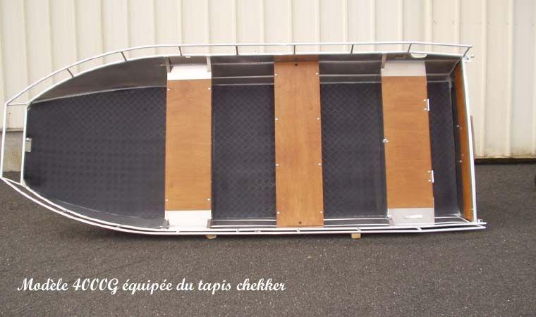 Barque en aluminium équipée de tapis chekker_16