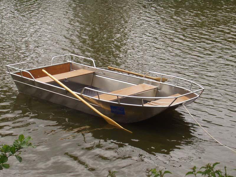 Barque en aluminium équipée de tapis chekker_3