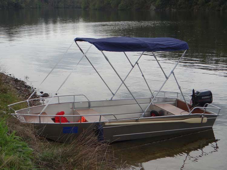 Barque en aluminium équipée d'un taud bleu marine_4