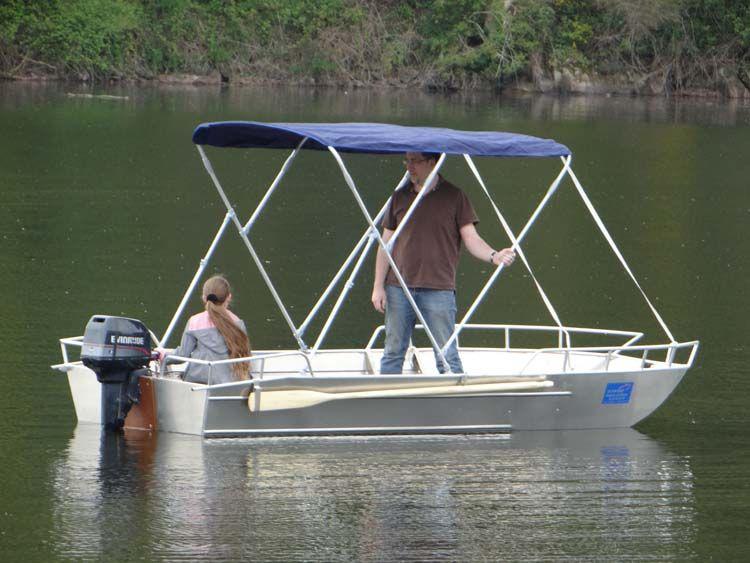 Barque en aluminium équipée d'un taud bleu marine_6
